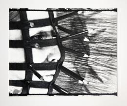 Rebecca Horn, Bleistiftmaske, 1972, Schwarz-Weiß-Abzug (Filmstill) 41 x 51 cm Sammlung Rebecca Horn © Rebecca Horn, Bildrecht Wien, 2021