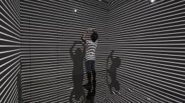 Refik Anadol: Infinity Room, 2015. 4-Kanal Video- und Soundinstallation, 12''.  © Foto: Refik Anadol