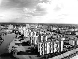 Neue Vahr Bremen; Max Säume, Günter Hafemann, Ernst May, Hans Bernhard Reichow, Alvar Aalto, Wolfgang Bilau, Hans Albrecht Schilling (Farbgestaltung); Karl-August Orf (Landschaftsarchitektur) 1957-1962. Foto: Franz Scheper; © Hamburgisches Architekturarchiv