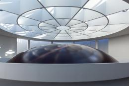 Ausstellungsansicht Anish Kapoor, HOWL, 2020. Material: PVC Foto: Johannes Haslinger © Anish Kapoor, DACS/VG Bild-Kunst, Bonn 2020