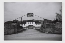 Jourhaus des KZ Gusen-Mauthausen (Zustand 1945-1993), 1975 / Gatehouse of Gusen concentration camp (state 1945 – 1993) s/w Fotografie / b/w photo Photo © mumok Museum moderner Kunst Stiftung Ludwig Wien, Schenkung / donation from Michael Merighi