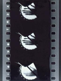 Ferry Radax, Sonne halt!, 1959/1962 Vergrößerung eines Filmkaders Silbergelatineabzug auf Barytpapier montiert auf Karton Museum der Moderne Salzburg
