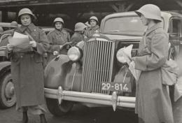 Wehrpflicht und Stimmrecht. Männer haben ein Stimmrecht unabhängig davon, ob sie Militärdienst leisten. Bis 1874 wurden nur rund 40 Prozent der diensttauglichen Männer eingezogen. Die militärische Abstinenz der Frauen wird oft als Argument gegen das Frauenstimmrecht ins Feld geführt. Sanitätsfahrerinnen des FHD, 1939–1945 © Schweizerisches Nationalmuseum