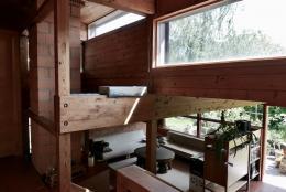 Von der Reling oben gibt es Überblick auf die Wohnräume unten. (© M PS)