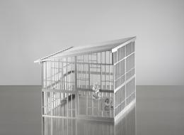 Monica Bonvicini, Stagecage #1, 2021,  Aluminium hand blown glass  67,5 x 57,1 x 55,2 cm  © Courtesy of the artist and VG – Bildkunst / Foto: Jens Ziehe