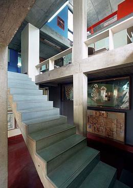 Treppenaufgang zu den Arbeitsplätzen in Doshi's Architekturbüro: »Sangath Architect's Studio«, Ahmedabad, 1980 © Vastushilpa Foundation, Ahmedabad
