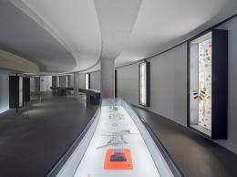 Schmuck in der Pinakothek der Moderne. Kuratiert von Otto Künzli, 2014. Foto: Rainer Viertlböck