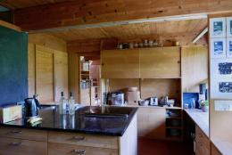 Die Küche, ausgeklügelt bis ins letzte Detail. (© M PS)