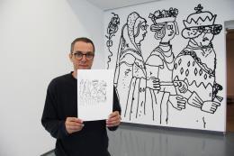 """Der Berliner Künstler Stefan Marx vor seinem """"Tirol Panorama Revisited"""" im Ferdinandeum  © TLM"""
