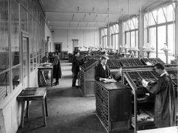 Blick in den Setzersaal der Tages-Anzeiger-Druckerei an der Werdstrasse 15, Fotografie Johannes Meiner, 1902