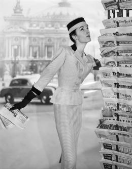 René Hubert, Deux-Pièces aus Piquéstoff und Samt für die Textilfirma Stoffel, 1955, Mu- seum für Gestaltung Zürich, Kunstgewerbesammlung © Anonym