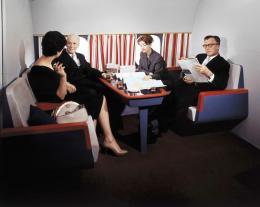 René Hubert, First Class Lounge der DC-8 der Swissair, 1960, ETH-Bibliothek Zürich, Bildarchiv/Stiftung Luftbild Schweiz © Anonym