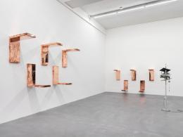 Automat , 2016 (Ausstellungsansicht) Galerie Eva Presenhuber, Zürich © Walead Beshty, Courtesy des Künstlers Foto: Stefan Altenburger Photography, Zurich