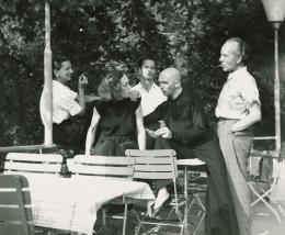 Int. Sommerkurs des Schweizerischen Berufsverbandes für Tanz und Gymnastik, Zürich, 1949, Rosalia Chladek, Mary Wigman, Hans Züllig, Harald Kreutzberg, Kurt Jooss (v. li.), Foto: Anonym,  © Tanz-Archiv, MUK Wien