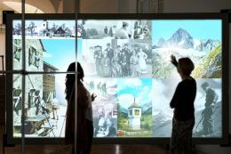 Forschungsstation in der Ausstellung Retropia. Touch-Walls. Fotomontage: dform