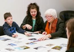 as Forschungsprojekt Stadt-Land-Kind. Intergenerative Bildgespräche. Foto: Iris Ranzinger © Stadt - Land Kind