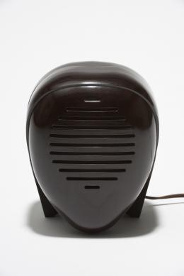 """Babyfon """"Zenith Radio Nurse"""", 1938, Entwurf: Isamu Noguchi Ausführung: Zenith Radio, USA Bakelit; 31 × 18,5 × 17,5 cm Sammlung Kargl 34.01.02.08.239 © The Isamu Noguchi Foundation and Garden Museum, New York / Artists Rights Society [ARS].  Foto: © MAK/Georg Mayer"""