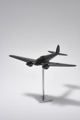Miniaturflugzeug, nach 1940 Bakelit; 23,5 × 24,5 × 33 cm Sammlung Kargl WH.00.00.16.595 Foto: © MAK/Georg Mayer