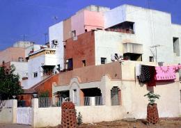 Beispiel für Erweiterungen der baulichen Grundstruktur durch Bewohner: »Housing for Life Insurance Corporation« (LIC), Ahmedabad, 1973 © Vastushilpa Foundation, Ahmedabad