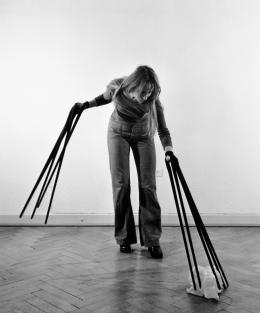 Rebecca Horn, Handschuhfinger, 1972 Fotografie  Rebecca Horn Collection  © 2019: Rebecca Horn/ProLitteris, Zürich