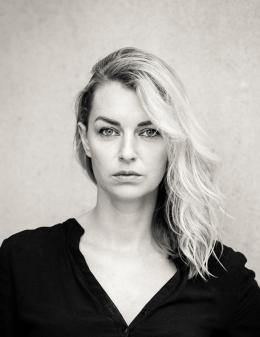 """Mit dem Brüder-Grimm-Preis der Stadt Hanau 2020 wird Valerie Fritsch aus Graz für ihren Roman """"Herzklappen von Johnson & Johnson"""" ausgezeichnet."""