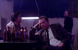 Die Stimmung in 'Kassbach' erinnert an die frühen Gangster-Filme von Scorsese. Links im Bild Hanno Pöschl (Bild: Video-Still)