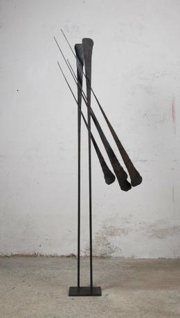 "Gabriele Kutschera, ""2 x 3"", 2019, Eisen geschmiedet (Unikat), 204 x 70 x 18 cm © Galerie Welz"