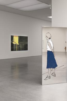 """Zilla Leutenegger, """"Torkel"""", 2020 (links), Öl auf Somerset-Papier (Monotypie), auf Baumwolle aufgezogen, """"Drehtüre"""", 2021, (rechts) Öl auf poliertem Chromstahlblech (Monotypie) © Beide: Courtesy the artist and Galerie Peter Kilchmann, Zürich"""