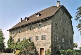 Das markante Gredhaus wurde 1493 als Lagerhaus für den blühenden Handel in der Bodenseeregion gebaut. Bauherrin war die Stadt St.Gallen, die damalige Besitzerin von Steinach.  © HVM