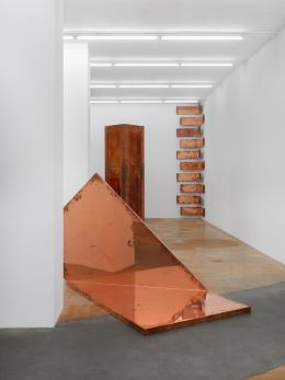 Walead Beshty, 2019 (Ausstellungsansicht) Musée d'art moderne et contemporain, Geneva, Switzerland © Walead Beshty, Courtesy des Künstlers Foto: Annik Wetter