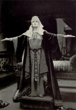 Die Herrin der Welt (1919)