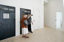 """Ausstellungsansicht """"Steinbrener/Dempf & Huber. We Are Everywhere"""", Landesgalerie Niederösterreich (2021) © Rainer Dempf"""