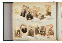 Porträts von Malern und Bildhauern, 1860-1875,  Albuminabzüge, 33.5 x 43 cm (Seite) © as a collection by Jacques Herzog und Pierre de Meuron Kabinett, Basel. All rights reserved.