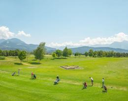 Driving Range und Römisches Badehaus (Golfclub Montfort) Rankweil, Österreich, 2019 © Alfred Seiland