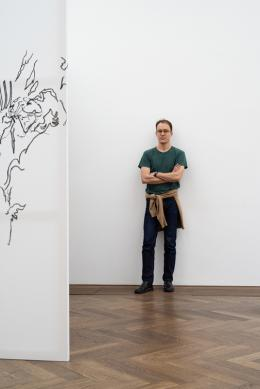 """Nick Mauss, """"Bizarre Silks, Private Imaginings and Narrative Facts, etc."""", Kunsthalle Basel, 2020. Foto: Dominik Asche / Kunsthalle Basel"""