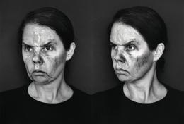 Aneta Grzeszykowska, Face Book (Angry Face), 2020, Silbergelatine Handabzug, 50 x 66 cm gerahmt © Courtesy Künstlerin und Raster Gallery, Warschau