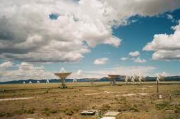 "Aus der Serie ""Dancing Telescopes"" (2017) © Fotografie Anna Jermolaewa"
