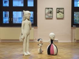 """Blick in die Ausstellung """"Family Skin. Aneta Grzeszykowska"""" © Michael Maritsch"""
