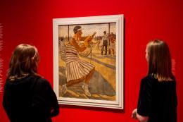 Lotte Laserstein. Von Angesicht zu Angesicht, Berlinische Galerie, Ausstellungsansicht, Foto: Harry Schnitger (abgebildetes Gemälde: Lotte Laserstein, Tennisspielerin, 1929, Privatbesitz, © VG Bild-Kunst, Bonn 2019)