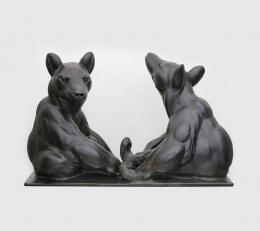 August Gaul, Zwei sitzende Junge Bären, 1903/4, Bronze, 53 x 83 x 30cm © Städtische Museen Hanau, Foto: Uwe Dettmar