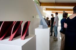 Walter Kölbl: Legale Winkel (Blick in die Ausstellung. Foto: NN-Fabrik)