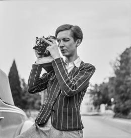 Annemarie Schwarzenbach mit Kamera, Porträt, 1939, unbekannt, © Esther Gambaro, Nachlass Marie-Luise Bodmer-Preiswerk