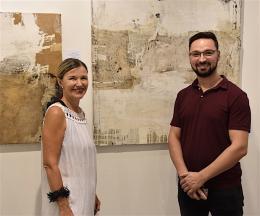 Die Leipziger Künstlerin Ines Hildur und der Chef der Madrider Galerie Van Gogh Art Gallery