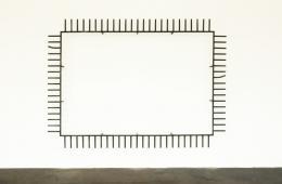 Michał Budny, Flying Carpet, 2016 Stahl, Farbe, 220 x 300 x 30 cm, Courtesy the artist and Galerie annex14, Zürich