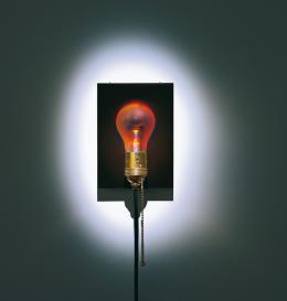 Eckhard Knuth, Ingo Maurer, Holonzki / Dead Bulb Alive, 2000. Foto: Tom Vack
