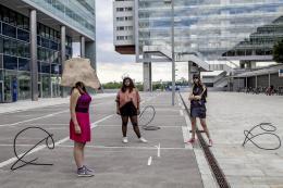 Carola Dertnig , Donauspuren virtuelle Weite und andere Dinge (Set-Fotografie), 2019 Courtesy der Künstlerin & Galerie Crone © Carola Dertnig/Bildrecht Wien, 2019