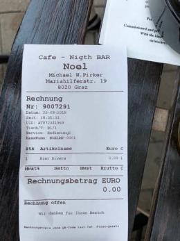 """""""Free Shop"""" im """"Cafe Noel"""",  Foto: M. Pirker"""