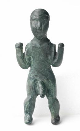 Männliche Votivfigur, 5. Jhd. v. Chr. Fundort: Bludenz, nahe der Kirche St. Peter, Bronze, Foto: Markus Tretter