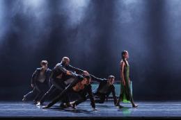 """Danish Dance Theatre, """"Siren"""" © Peter Lueder"""