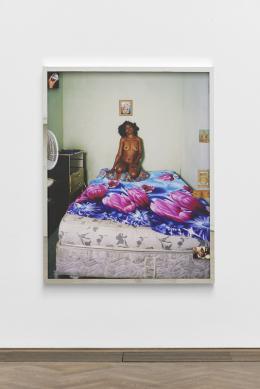 "Deana Lawson, Installationsansicht, ""Centropy"", Kunsthalle Basel, 2020, Blick auf House of My Deceased Lover, 2019. Foto: Philipp Hänger / Kunsthalle Basel"